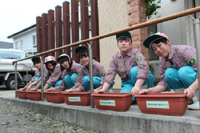 福島県立福島明成高等学校 草花専攻班の皆様と「ほっとライフ」様との種まき
